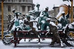 Iarna-Bucuresti-grup-statuar-il-caragiale-teatrul-national  - Iarna Bucuresti grup statuar il caragiale teatrul national 300x200 - Ion Luca Caragiale – Iarna