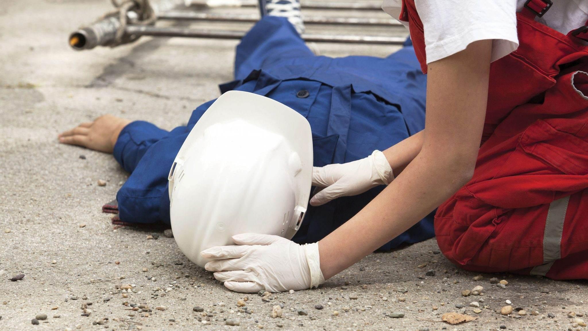 accident-munca 16.08.2016  - accident munca 16 - ACCIDENT DE MUNCA CU VICTIME IN STARE DE SOC: CUM ACORDAM PRIMUL AJUTOR?